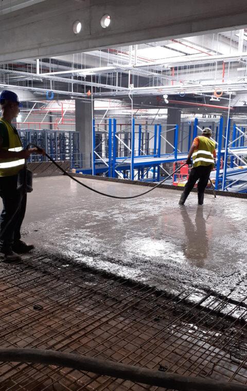 Amenajări interioare clădire birouri 1000 mp, turnare plăci beton armate la 8 m
