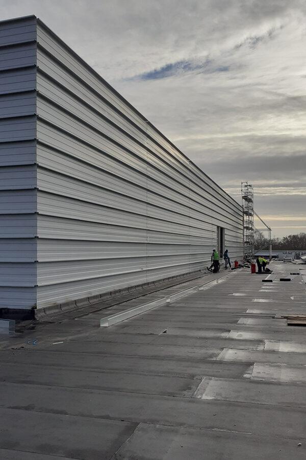 Anvelopare hală producție 11 m inălțime, total anvelopare peste 5000 mp